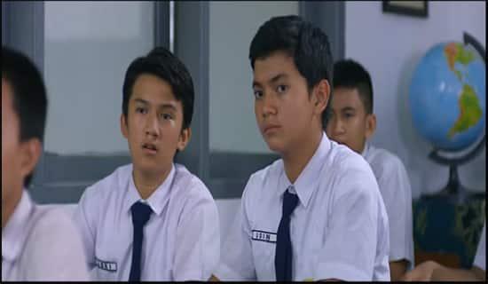 Dunia remaja menjadi salah satu hal yang menarik untuk diangkat ke layar lebar 25+ Film Remaja Indonesia Paling Romantis dan Baper